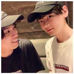 モデルプレス - 古川雄輝&桐山漣、仲良し双子コーデショット公開「ラブラブですね」「素敵な笑顔」と反響