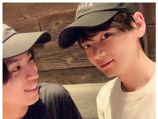 古川雄輝&桐山漣、仲良し双子コーデショット公開「ラブラブですね」「素敵な笑顔」と反響