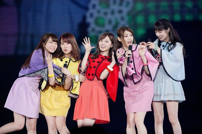 『でこぴん』左から:秋元真夏、衛藤美彩、白石麻衣、松村沙友理、高山一実(提供写真)
