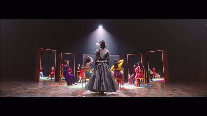乃木坂46「しあわせの保護色」Music Videoより(提供写真)