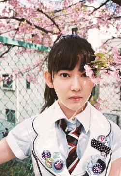 AKB48全シングル衣装を完全網羅 次世代メンバーが歴代衣装を着こなす