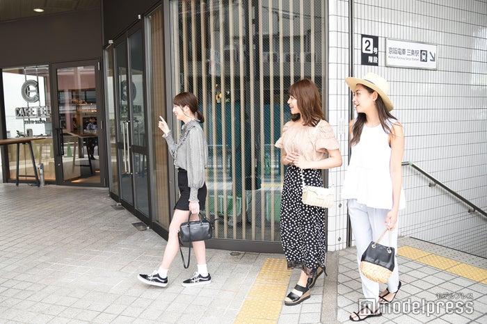 京阪電車三条駅2番出口から直結(C)モデルプレス