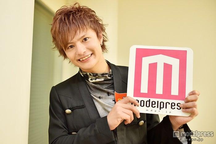 モデルプレスのインタビューに応じた鈴木勤【モデルプレス】