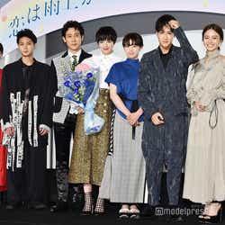 (左から)松本穂香、磯村勇斗、大泉洋、小松菜奈、清野菜名、葉山奨之、山本舞香 (C)モデルプレス