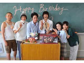 窪田正孝バースデーに永野芽郁・間宮祥太朗ら共演者がサプライズ<僕たちがやりました>