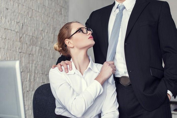 職場の可愛い後輩とのことをリアルに想像することで、ドキドキも倍増(photo by sakkmesterke/Fotolia)