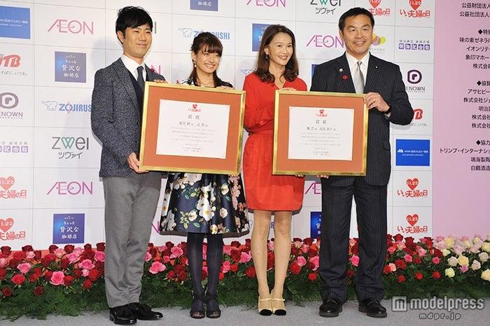 (左から)藤井隆、乙葉、高見恭子、馳浩文部科学大臣