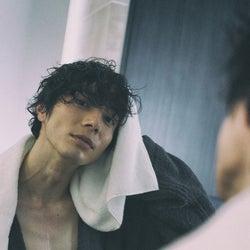 舞台「刀剣乱舞」「PSYCHO-PASS」など出演の和田琢磨、「恋する写真集」でお風呂上がりカット挑戦