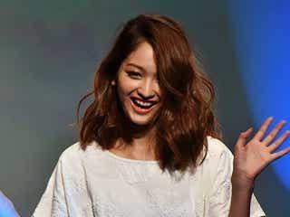 「JELLY」安井レイ、ほっそり美ボディ披露 ランウェイに歓声の嵐