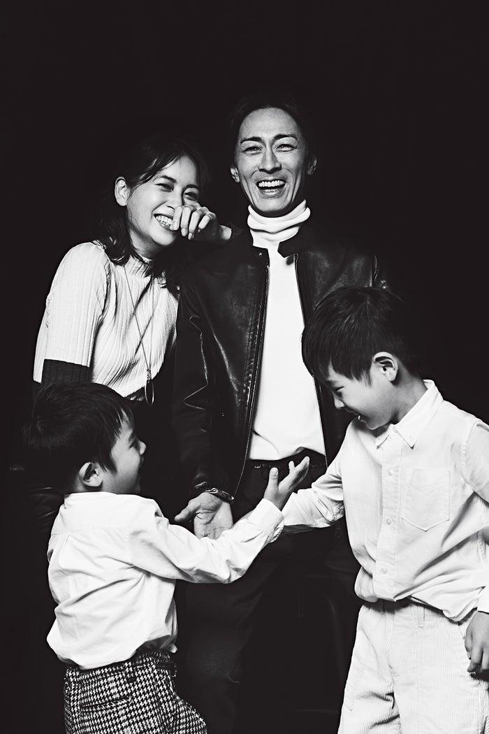 家族写真を初公開「VERY12月号」(光文社)