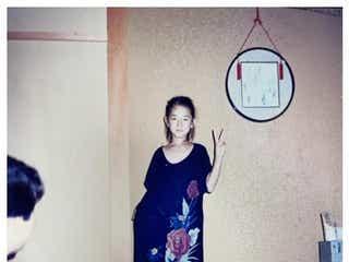 冨永愛、幼少期の写真公開「すでにモデルの風格」「7歳に見えない」
