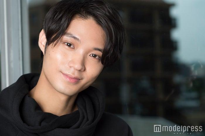 モデルプレスのインタビューに応じた磯村勇斗(C)モデルプレス