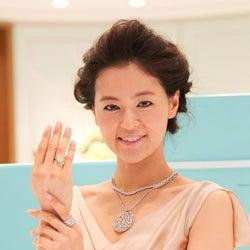3億超のジュエリーを胸元に纏った黒谷友香、イケメン20人からプロポーズ殺到