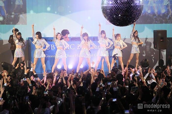 "AKB48、六本木""ディスコ""にサプライズ登場 指原莉乃「初めて体験」(C)AKS【モデルプレス】"
