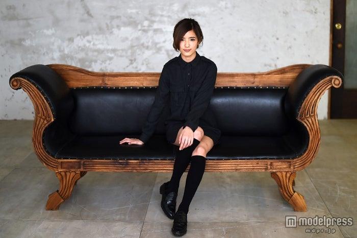 「今日は『レトロな制服』がテーマです」/藤井萩花