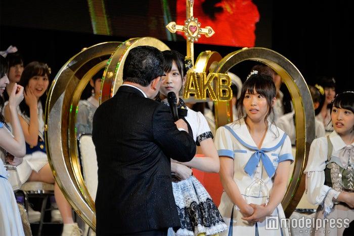 須藤凜々花の発表に周りのメンバーも目を丸くしていた (C)モデルプレス