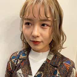 「オニオンバング」/提供画像:「hair & fashion shiomi H」えがしらまいこ氏(Instagram:@egsrmik)/モデルInstagram:@ruka.a_4508