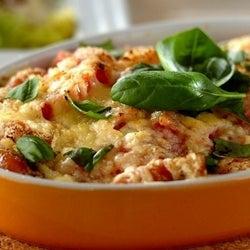 火を使わずレンジで簡単!「ナスとトマトのグラタン風」の作り方