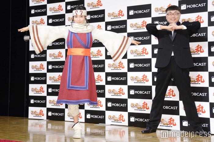小島瑠璃子、イジリー岡田 (C)モデルプレス