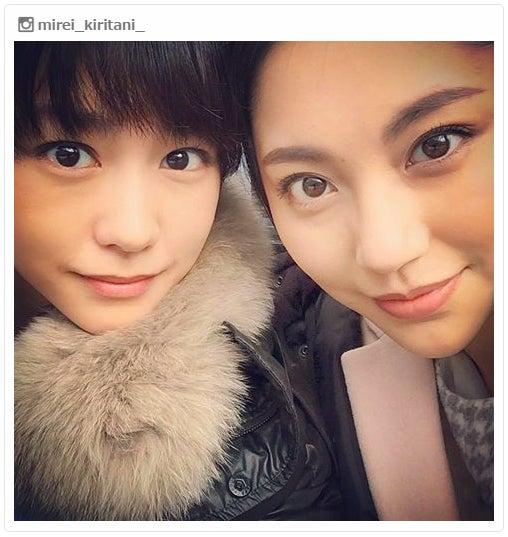 桐谷美玲(左)&水沢エレナ(右)の2ショット/桐谷美玲Instagramより