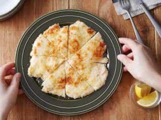 【材料3つ】油で揚げないのにサクサク!フライパンでできるお手軽「チキンカツ」