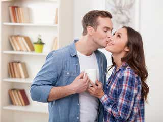 その顔はズルいッ!彼が「キスしたくなる」女性の表情とは?