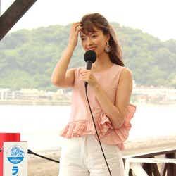モデルプレス - 八木アリサ、ショートパンツで美脚あらわ 共演者からツッコミ浴びる「言わねぇじゃねーか!」