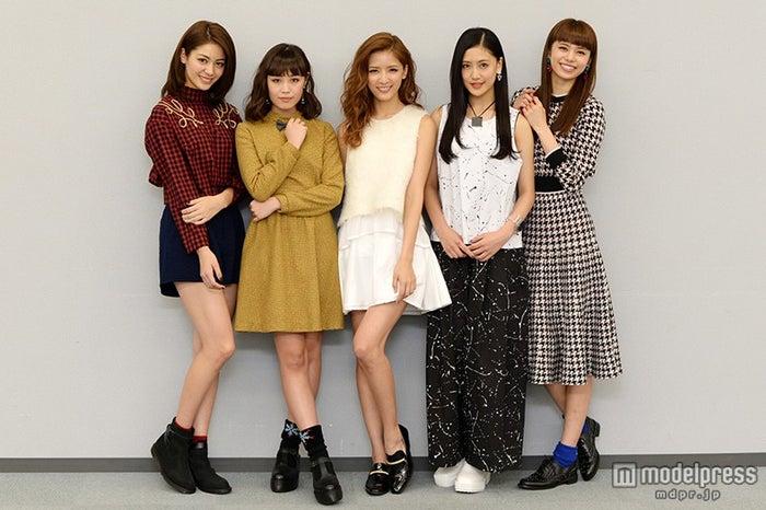 (左より)楓、鷲尾伶菜、藤井萩花、藤井夏恋、佐藤晴美