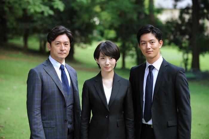 (左から)石丸幹二、波瑠、工藤阿須加(C)テレビ朝日
