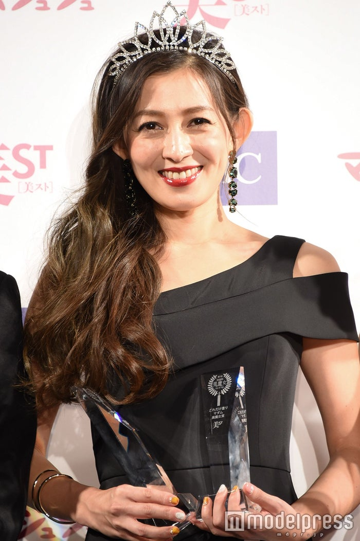 『第7回 国民的美魔女コンテスト』でグランプリを受賞した田中恵さん(C)モデルプレス