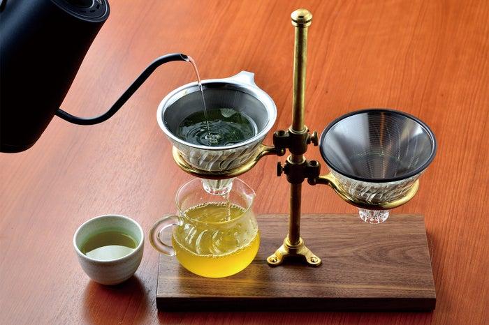 ハンドドリップで一杯一杯丁寧に淹れる日本茶/画像提供:LIFEstyle