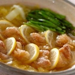 揚げているのにさっぱり! ナンプラー風味の「鶏唐レモン鍋」