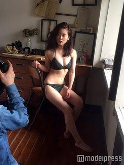 美人すぎるタクシードライバー生田佳那の美ボディに反響「スタイルにうっとり」「可愛いのに色気がある」<未公開オフショット到着>