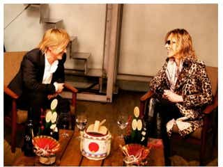 X JAPAN・YOSHIKI、引退の小室哲哉と「話して少し安心」 ファンからコメント続々