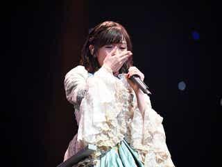 渡辺麻友、「初日」で卒業コンサート開幕 感極まり早くも涙<渡辺麻友卒業コンサート>