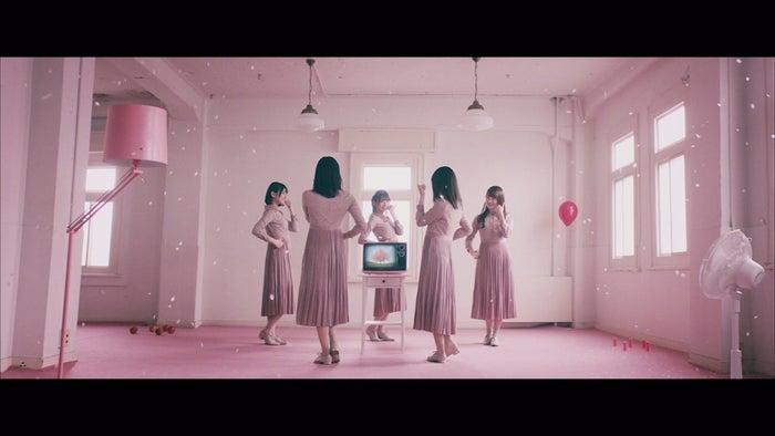 日向坂46「Footsteps」MVより(画像提供:ソニー・ミュージックレーベルズ)