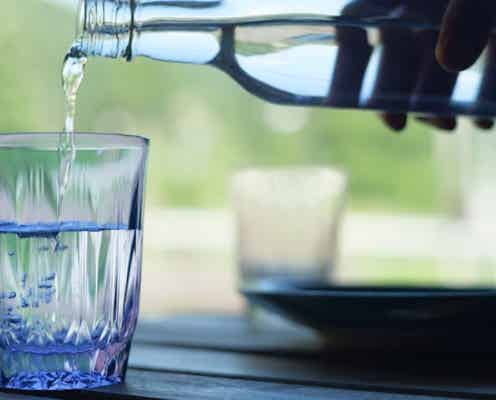 落としても割れないグラス!シリコン製で熱湯も電子レンジもOK。結露せず水滴も落ちない