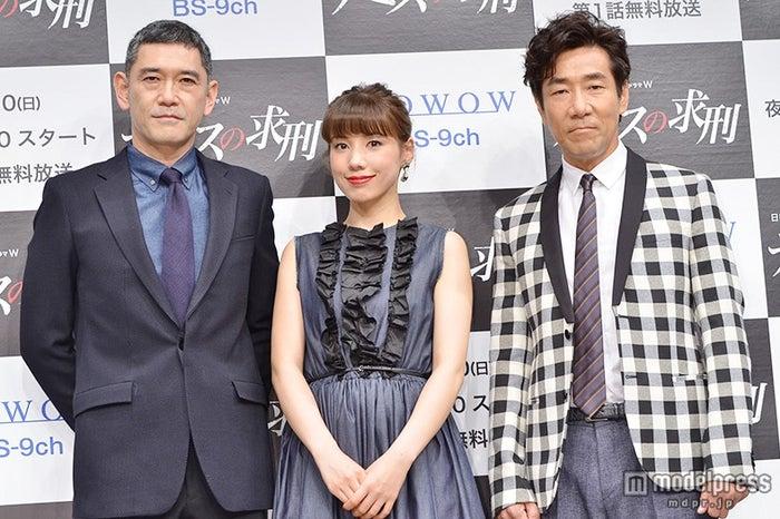 (左から)杉本哲太、仲里依紗、岸谷五朗