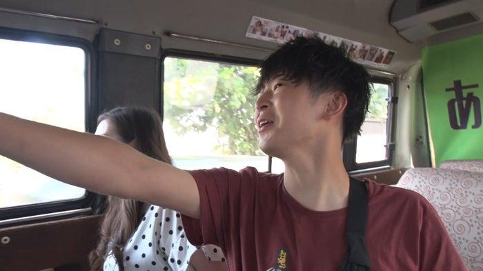 ユウちゃん、トムの姿が『あいのり:Asian Journey』シーズン2予告編より(C)フジテレビ