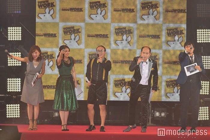(左から)小澤陽子、広瀬アリス、たかし、斎藤さん、山里亮太(C)モデルプレス