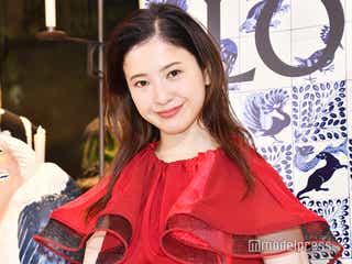 吉高由里子「LOEWE」の赤ドレスで登場 2019年を振り返る