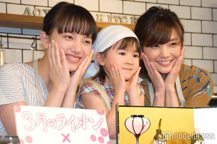(左から)清原果耶、新津ちせ、倉科カナ (C)モデルプレス