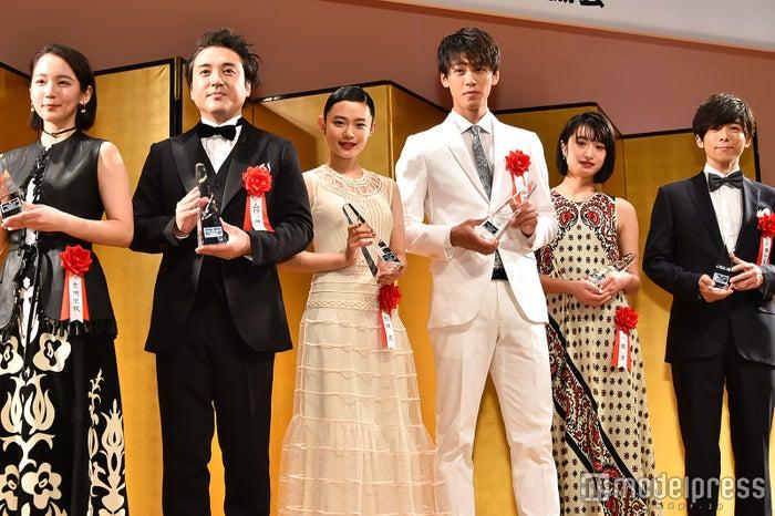 (左から)吉岡里帆、ムロツヨシ、杉咲花、竹内涼真、門脇麦、高橋一生 (C)モデルプレス