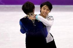 宇野昌磨と抱き合う羽生結弦(Photo by Getty Images)