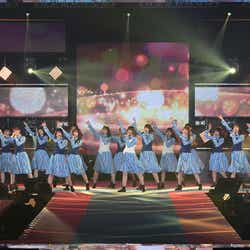 日向坂46(C)Rakuten GirlsAward 2019 SPRING/SUMMER
