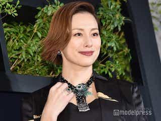 米倉涼子、総額約3億円のハイジュエリーを身につけ登場「重みを感じています」
