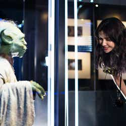 「STAR WARS Identities: The Exhibition」シドニー展を訪れた市川紗椰(提供写真)