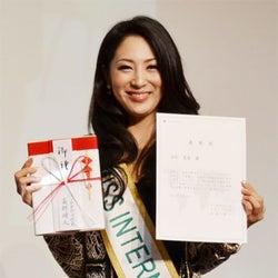 日本人初のミス・インターナショナル、涙のスピーチ「長い道のりでした」