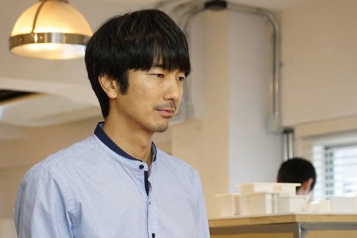 眞島秀和/「隣の家族は青く見える」第5話より(C)フジテレビ