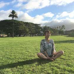 ハワイの公園にてリラックス!(提供写真)